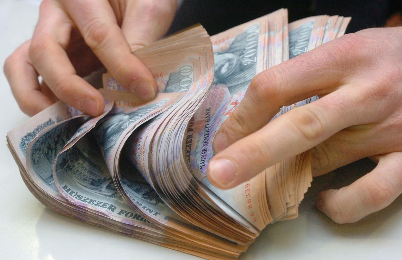 hogyan lehet pénzt keresni a köröm meghosszabbításával)